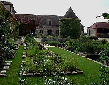 Des jardins d inspiration m di vale arrosoirs et s cateurs for Camping au jardin de la ferme