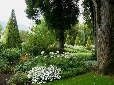 Parc floral d apremont sur allier 18 arrosoirs et for Apremont sur allier jardin