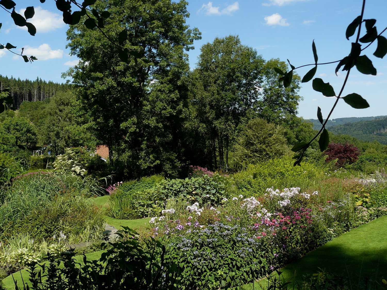 Le jardin de berchigranges 88 arrosoirs et s cateurs for Jardin 88