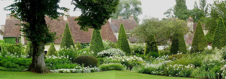 Un jardin blanc pourquoi pas arrosoirs et s cateurs for Apremont sur allier jardin