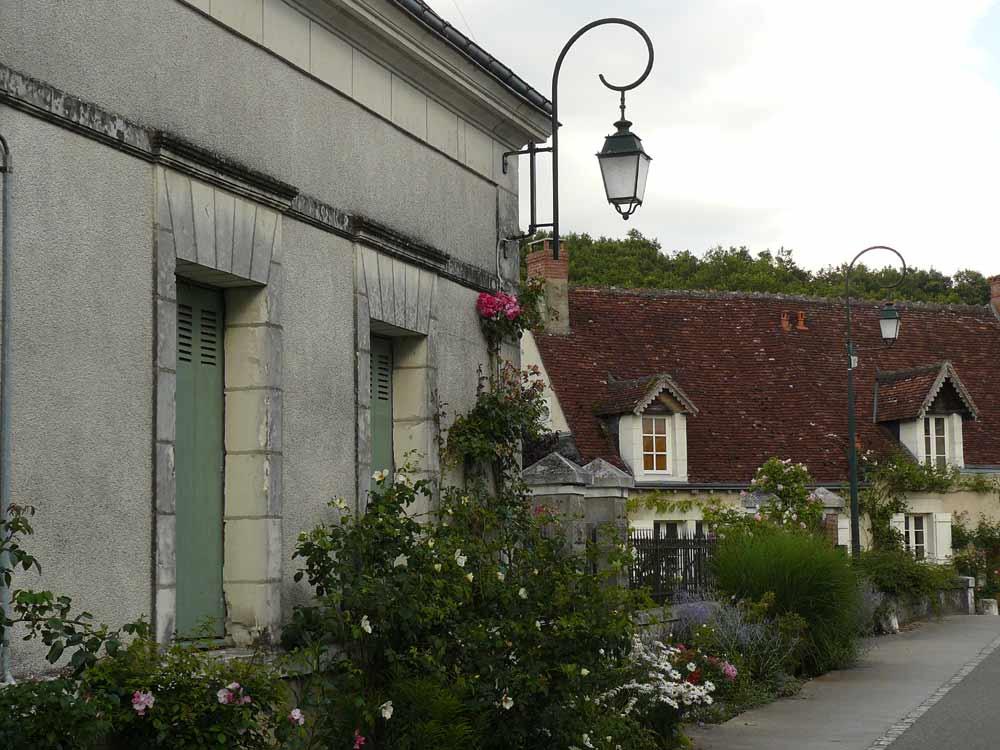 Visite Village Jardin Chedigny : Le village de ch� digny arrosoirs et s� cateurs