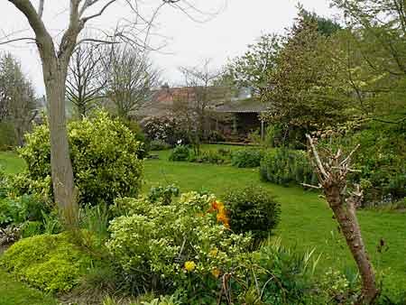 Le jardin du clos le jardin de pamela st sauveur le vicomte arrosoirs et s cateurs - Jardin du clos des blancs manteaux ...