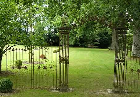 Murs cl tures portes et barri res arrosoirs et s cateurs for Au jardin des colibris avis