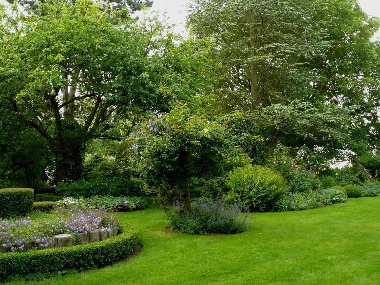 Jardin de la haute vigne roinvilliers 91 arrosoirs for Savoir composer un beau jardin