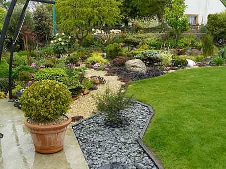Quelques jardins des amis d arrosoirs et s cateurs - Amenagement jardin sans pelouse ...