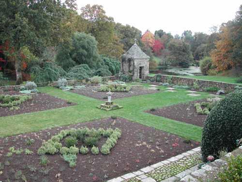 Les Jardins De Kerdalo En Novembre Arrosoirs Et Secateurs