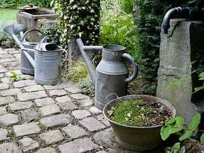 Le jardin de marguerite plobsheim 67 arrosoirs et s cateurs - Bassin ancien de jardin orleans ...