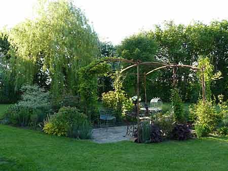 Le jardin de Marigny à Moulins sur Orne - Arrosoirs et Sécateurs