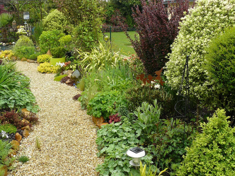 Le jardin de jocelyne le clos du lavoir arrosoirs et s cateurs - Jardin du clos des blancs manteaux ...
