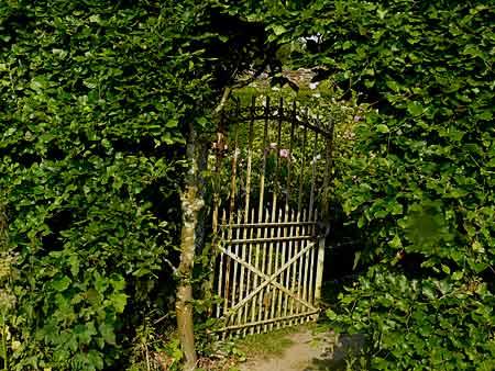 """""""Le jardin des oubliées"""" à Balleroy (14) - Arrosoirs et ..."""