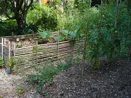 Jardin du ph nix varenne l arconce 71 arrosoirs et - Quand mettre du fumier de cheval dans le jardin ...