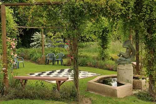 Jardin de la petite rochelle remalard 61 arrosoirs et s cateurs - Petit banc de jardin la rochelle ...